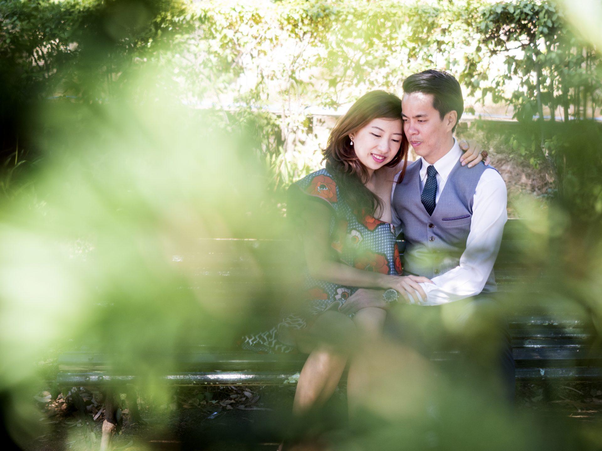 Sesión de fotos de pareja en Parc Güell y Laberinto de Horta